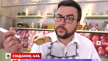 Руслан Сенічкін приготував ніжну запіканку з абрикосами та пісочним печивом
