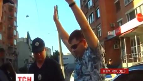 Пьяный водитель Bentley закидал киевских полицейских долларами