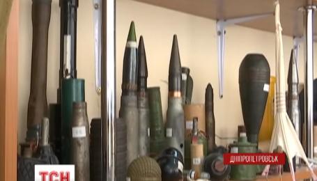 Отличать боеприпасы учат с детства в днепропетровских детсадах