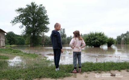На Волині через сильні опади річки повиходили з берегів: затопило п'ять районів