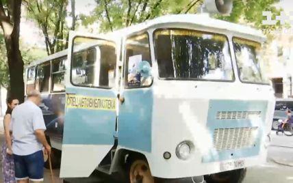 Библиотека и музей на колесах: в Днепре запустили библиобус