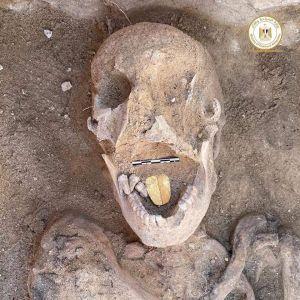 Археологи виявили мумії із золотими язиками в північному Єгипті