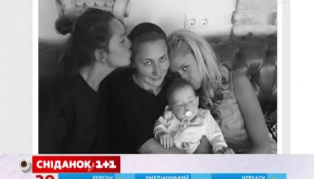 Елена Мозговая показала трех своих дочерей