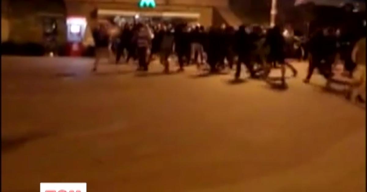 В Сети появились видео массовой драки футбольных фанов в Киеве