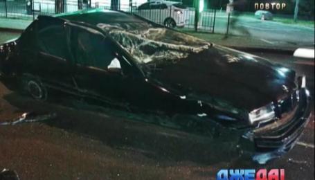 На ночной дороге в столице перевернулся BMW