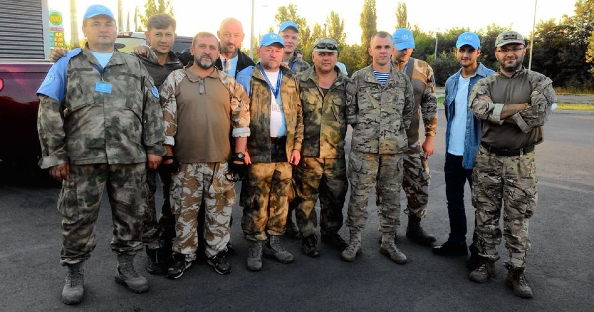 З полону бойовиків звільнили чотирьох волонтерів