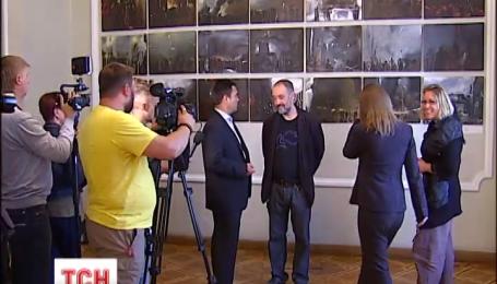 Виставку картин про події на Майдані відкрили у міністерстві закордонних справ України