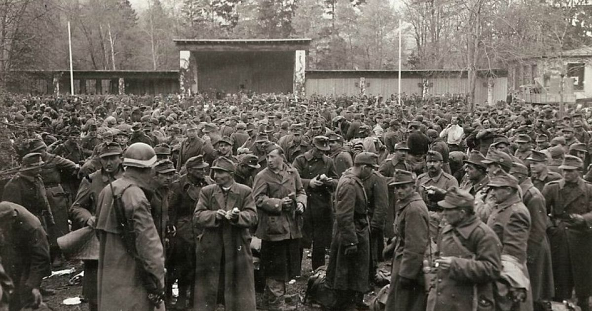 Венгерские войска сдаются седьмой армии в Баварском горном городке Гармиш-Партенкирхен, где когда-то до войны проходили зимние Олимпийские игры. @ Argunners