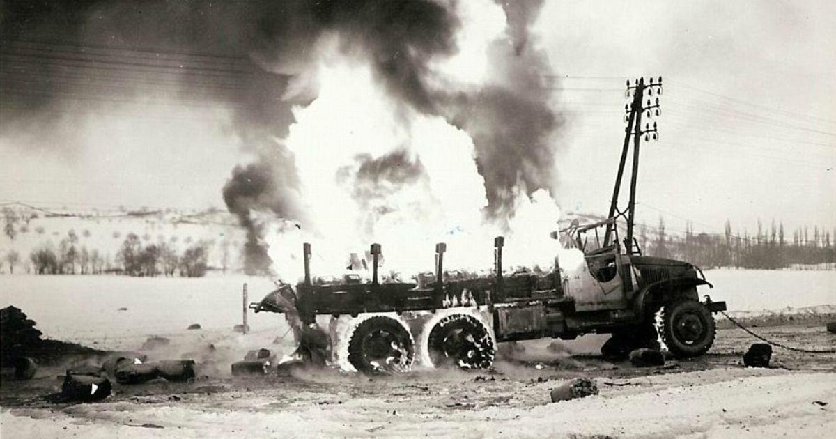 Французский грузовик пылает после того, как там взорвалось 800 галлонов бензина. @ Argunners
