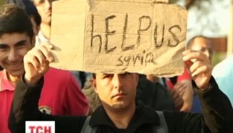 В Македонии полиция слезоточивым газом разогнала несколько тысяч мигрантов