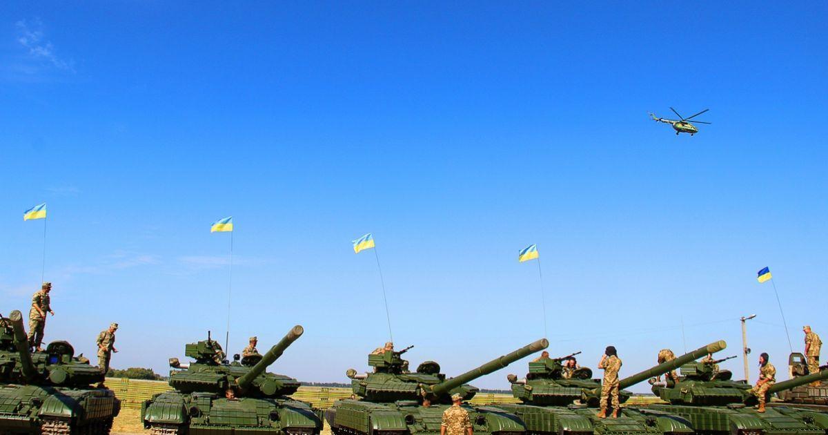 Армия значительно нарастит количество бронетехники на Донбассе – министр обороны