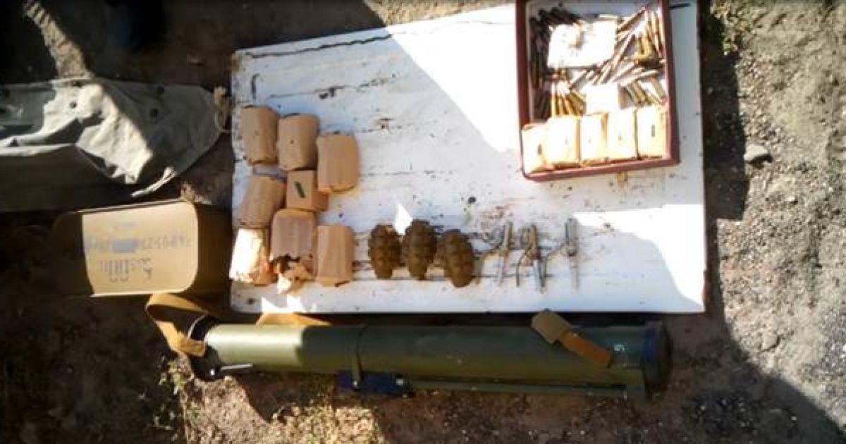 На Луганщине СБУ задержала информатора террористов с арсеналом оружия @ Пресс-служба СБУ