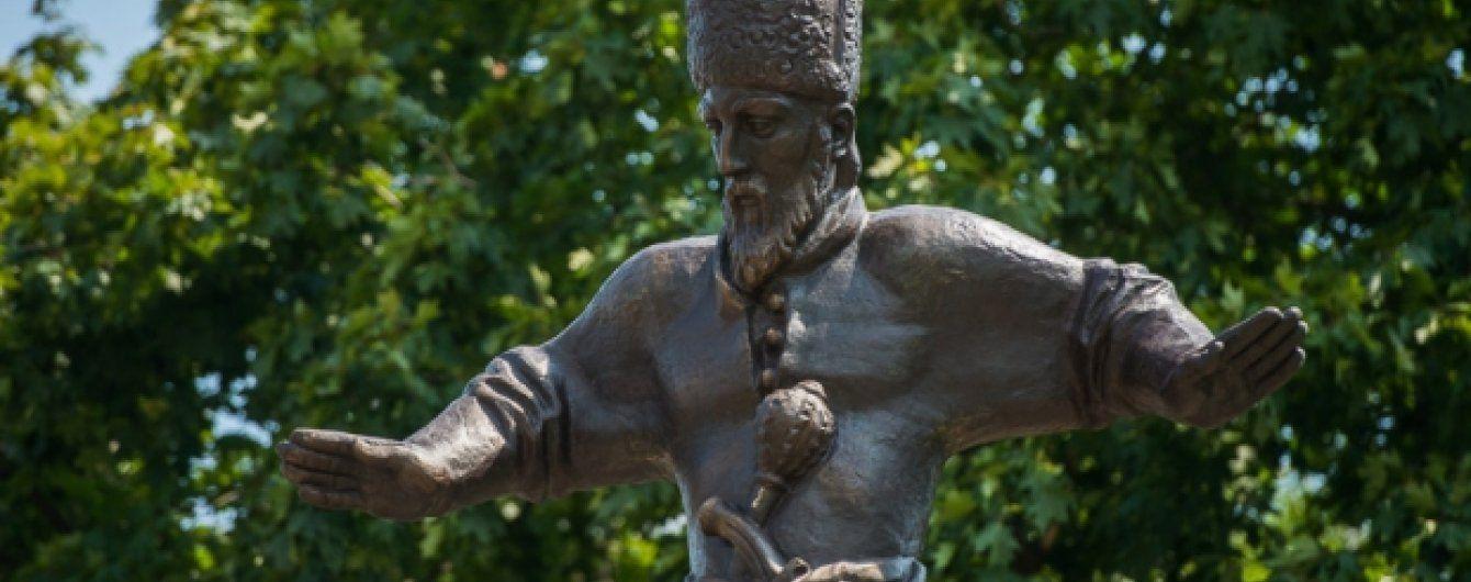 В Харькове открыли перевезенный из оккупированного Севастополя памятник Сагайдачному
