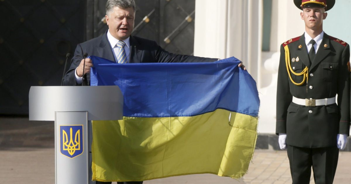 На Софиевской площади взвился государственный флаг @ Reuters