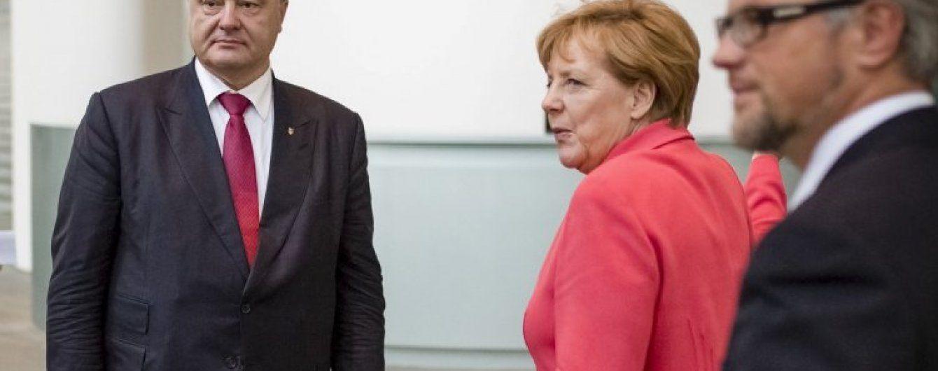 """Напередодні розмови """"нормандської четвірки"""" Порошенко та Меркель узгодили позиції"""