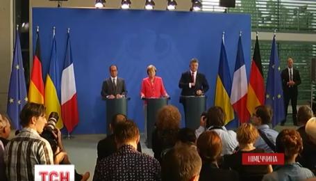 Порошенко, Меркель и Олланд в Берлине заявили о необходимости выполнять договоренности