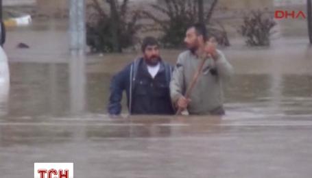 Внаслідок повені в Туреччині загинули щонайменше вісім осіб