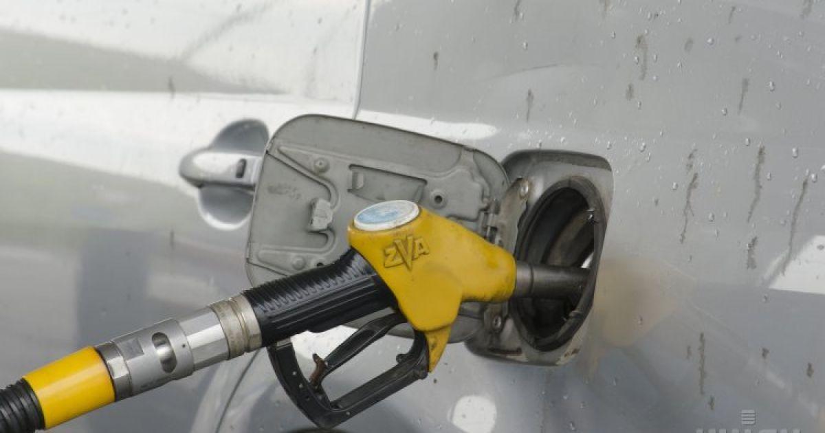 Последние экономические новости: доллар существенно подешевел, а завышенные цены на бензин проверят