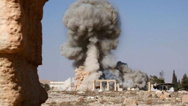 """Бойовики """"ІД"""" показали, як перетворили найвизначнішу пам'ятку Пальміри на купу каміння"""