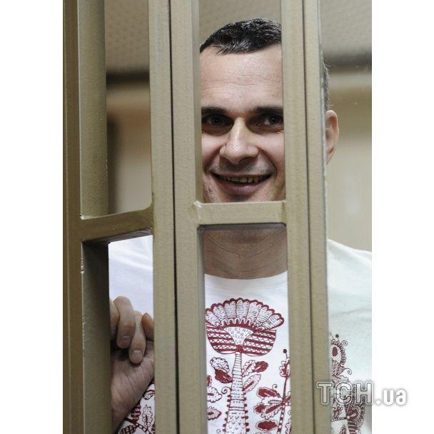 Искренняя улыбка и несокрушимая воля. Опубликованы фото объявления приговора Сенцову