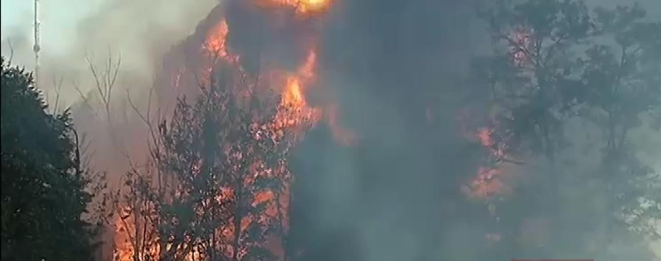 Пожар в Буче начался взрывами емкостей с горючим