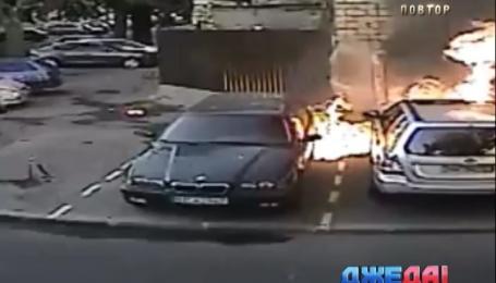 Несколько припаркованных авто вспыхнули в Одессе