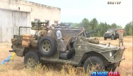 Волонтеры смастерили авто с ракетной установкой