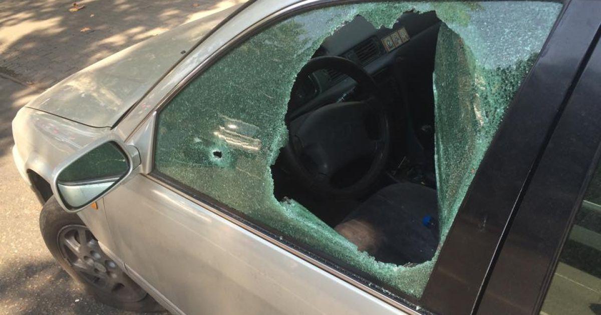 В Одессе неизвестные на Porsche Cayenne устроили ограбление со стрельбой