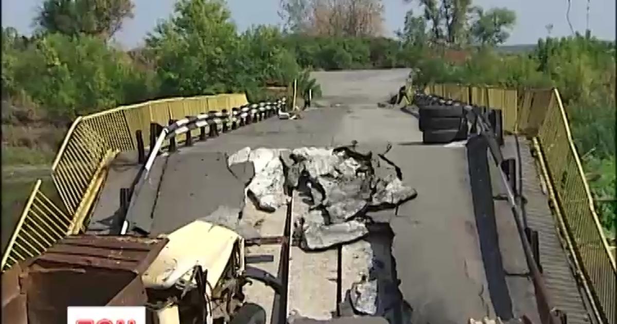 Военные 92-й бригады помогут жительнице Трехизбенки в ремонте разбитого боевиками дома