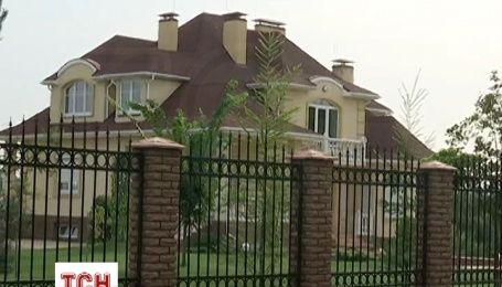 Сусіди Чернушенка не бачили суддю в його маєтку від початку слідчих дій