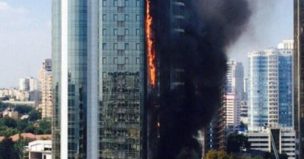Одесская элитная новостройка продолжает пылать: пожар контролируется
