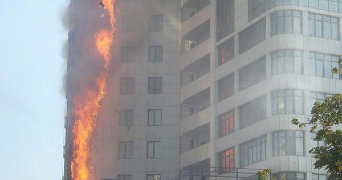В одесской Аркадии сокрушительный огонь охватил многоэтажку