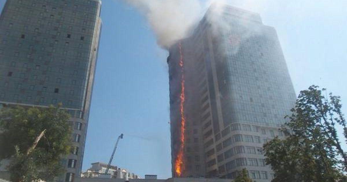 В Одессе пылает многоэтажка