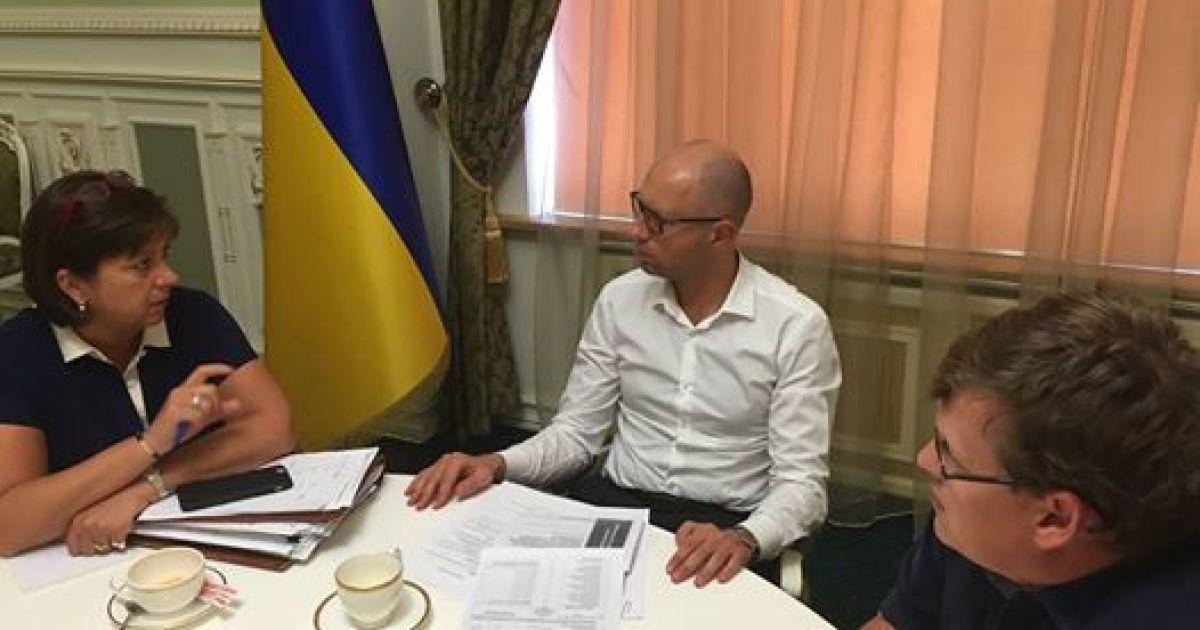 """Яценюк заинтриговал """"хорошими новостями"""" относительно изменений в госбюджет"""