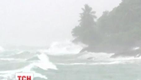 Тропический шторм налетел на остров Доминика в Карибском бассейне