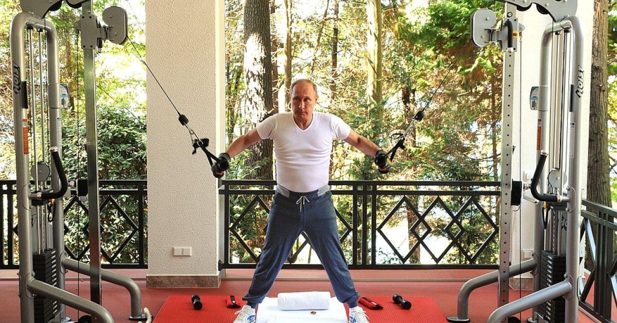 Путин и Медведев затеяли показательную тренировку на тренажерах @ kremlin.ru