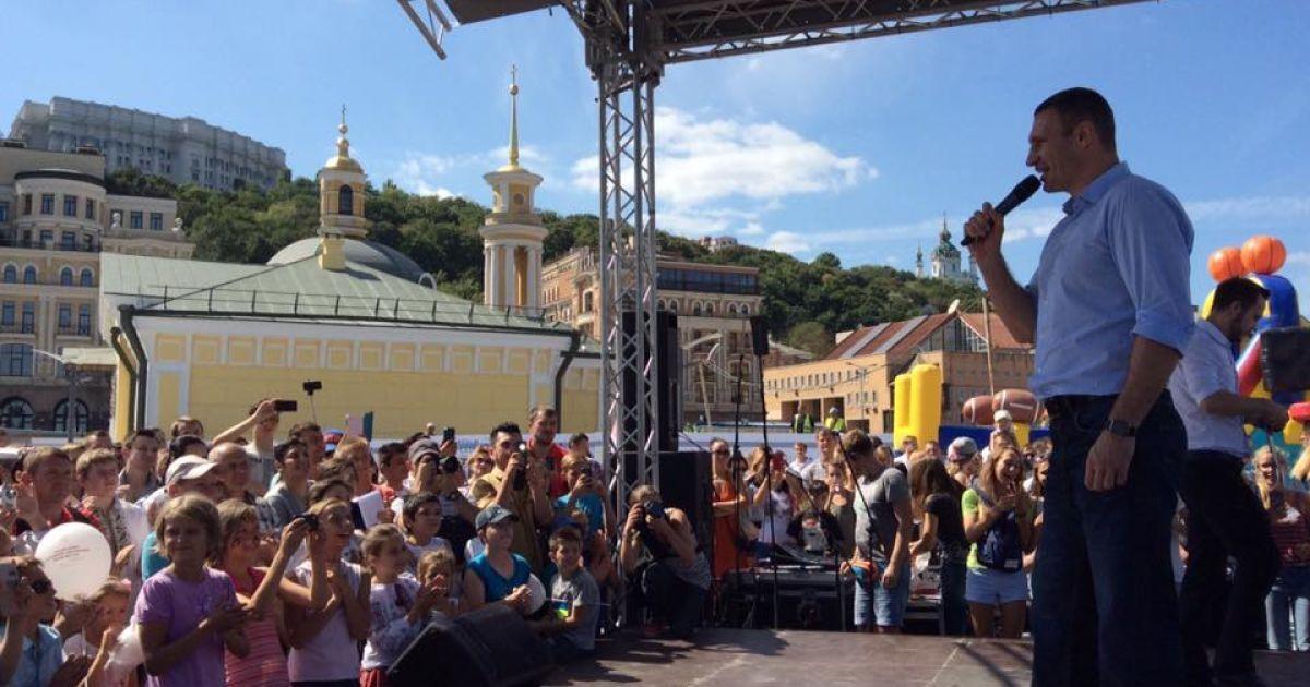 Кличко посетил новую Почтовую площадь @ facebook/Віталій Кличко