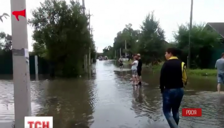 После мощных ливней в городе Уссурийск прорвало дамбу