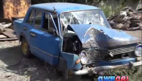 В Мариуполе неуправляемые «Жигули» взяли на таран дерево