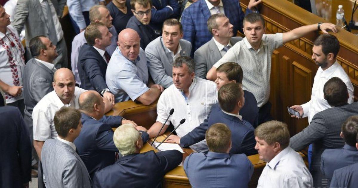 Первый шаг нардепов к изменениям Конституции: поименное голосование в Раде