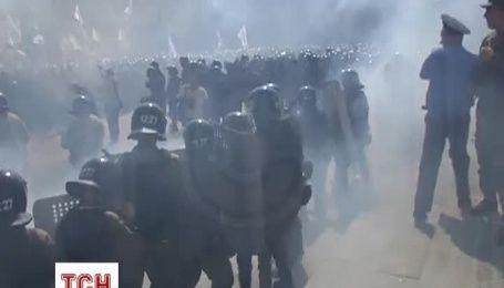 Оператор ТСН відзняв момент вибуху гранати під ВР