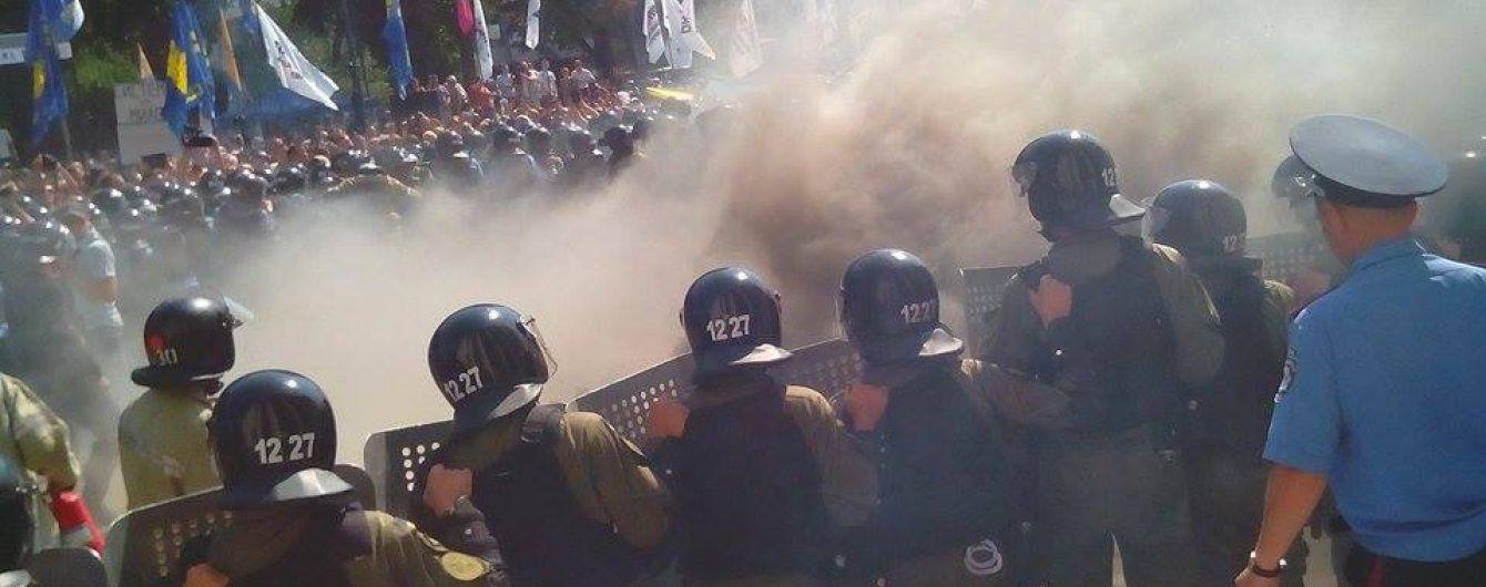 Під Верховною Радою отримали поранення близько 100 правоохоронців
