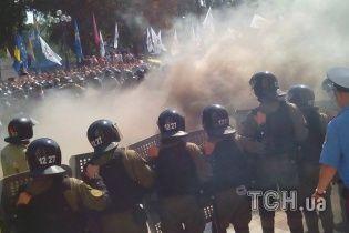 Под Верховной Радой получили ранения около 100 правоохранителей
