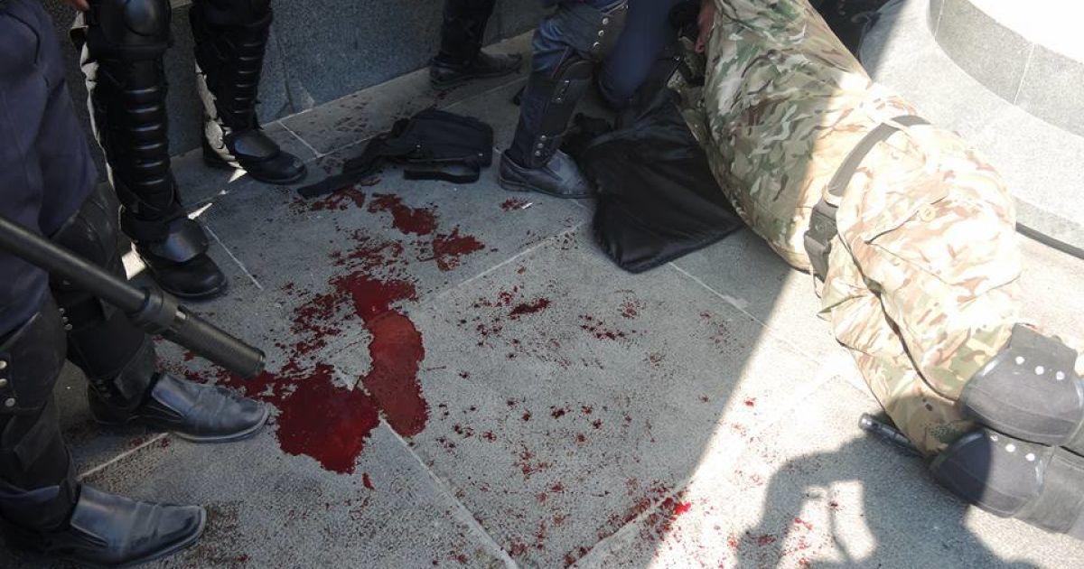 Были ранены десятки силовиков