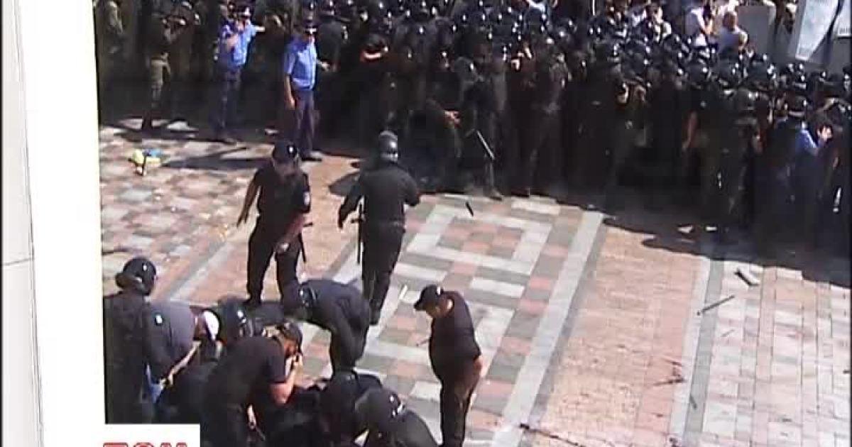 Кличко сообщил о смерти правоохранителей раненых под Радой