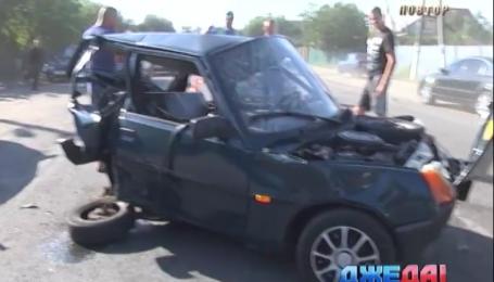 Водитель КІА разбил два авто и скрылся с места происшествия