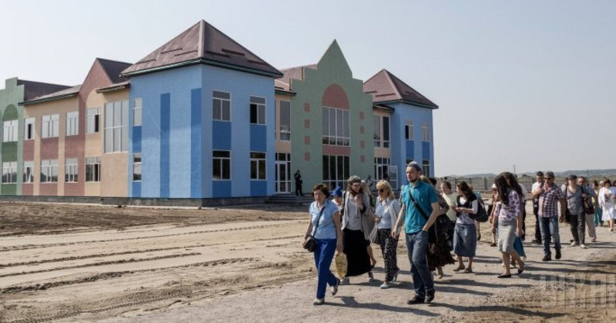 """Відкриття селища для єврейських сімей переселенців із зони АТО під назвою """"Анатовка"""" під Києвом. Тут готові прийняти кілька сотень єврейських переселенців із Донбасу @ УНІАН"""