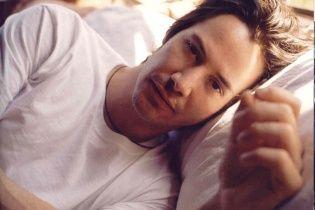"""Голливудскому красавцу Киану Ривзу 51: самые сексуальные фото звезды """"Матрицы"""""""
