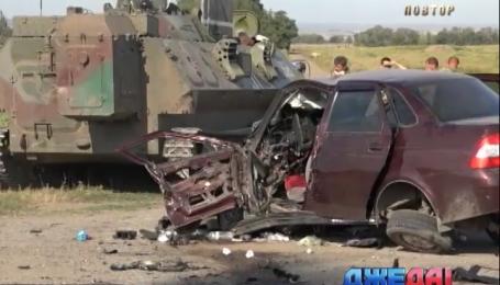 Военный тягач на трассе протаранил легковушку