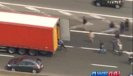 70 нелегалов погибли в грузовике во время пересечения границы и Европой